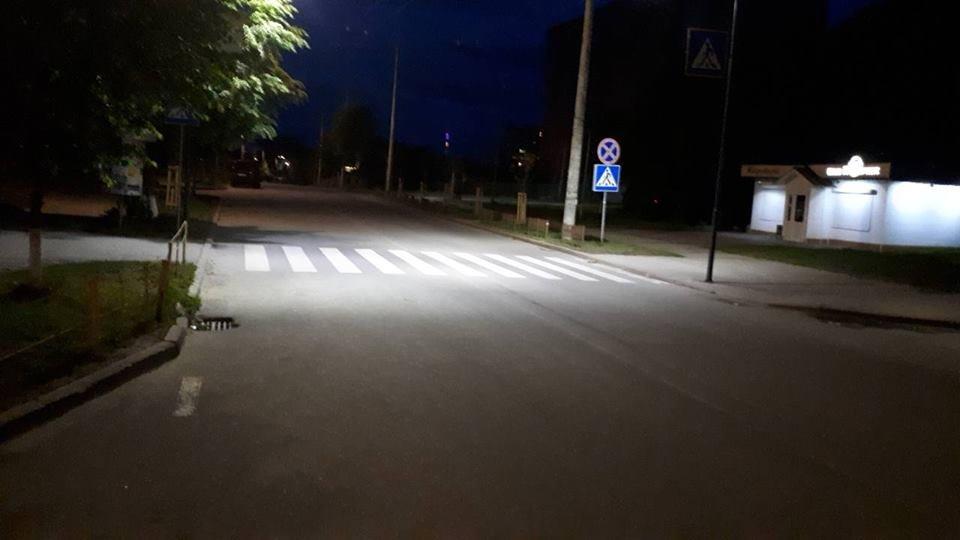 Що на узбіччях? У Франківську - нові зупинки і освітлені пішохідні переходи. ФОТО, фото-3