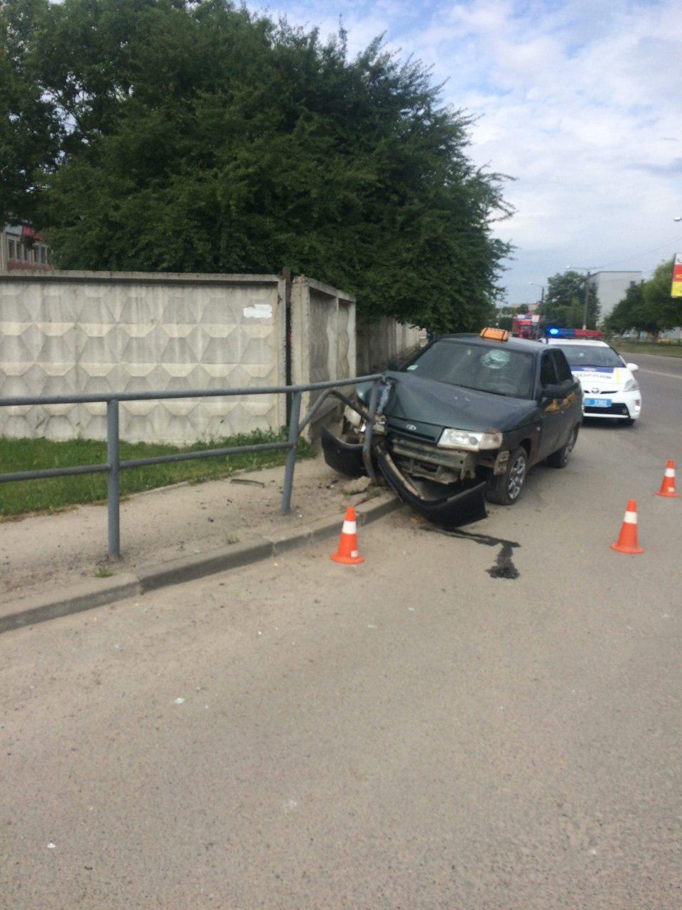 У Франківську - ДТП зі зниклим... водієм. ФОТО, фото-1