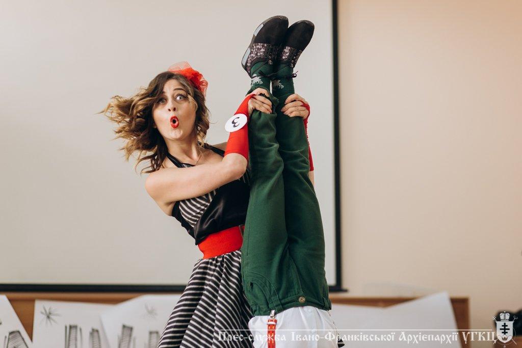 Сміливе танцювальне шоу влаштували у франківській католицькій школі. ФОТО, фото-1