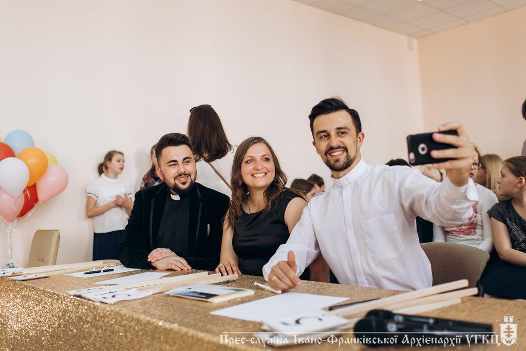 Сміливе танцювальне шоу влаштували у франківській католицькій школі. ФОТО, фото-2