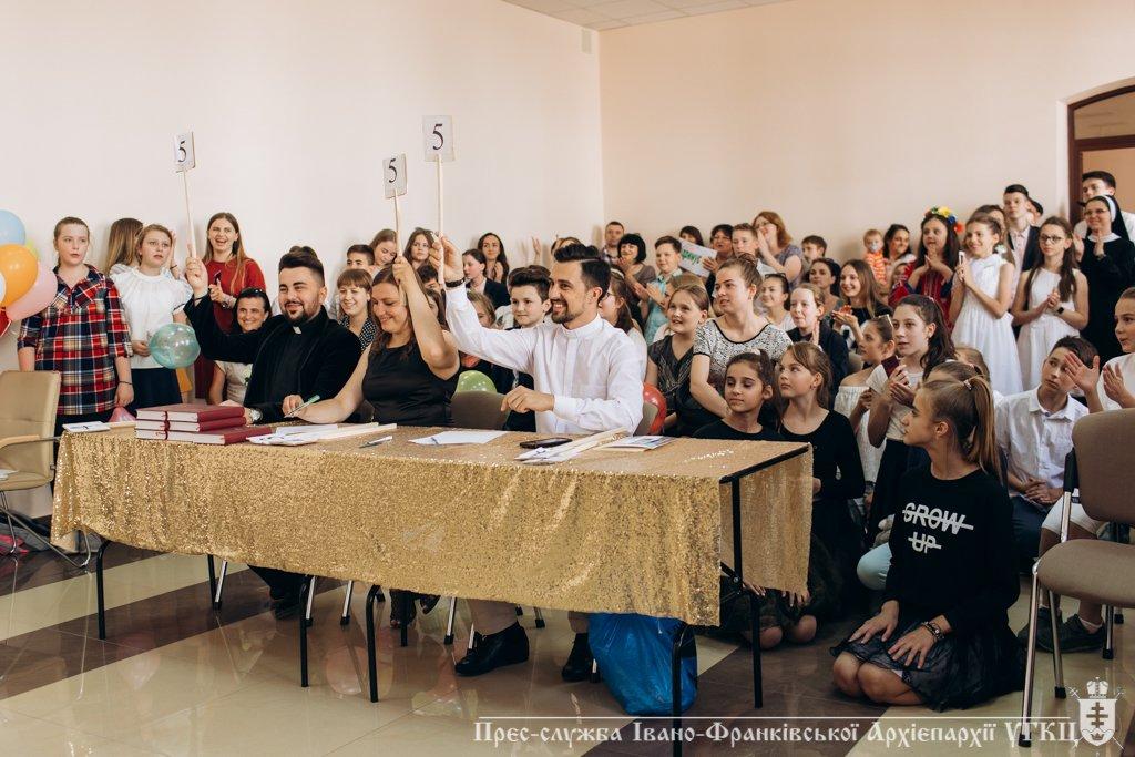 Сміливе танцювальне шоу влаштували у франківській католицькій школі. ФОТО, фото-10