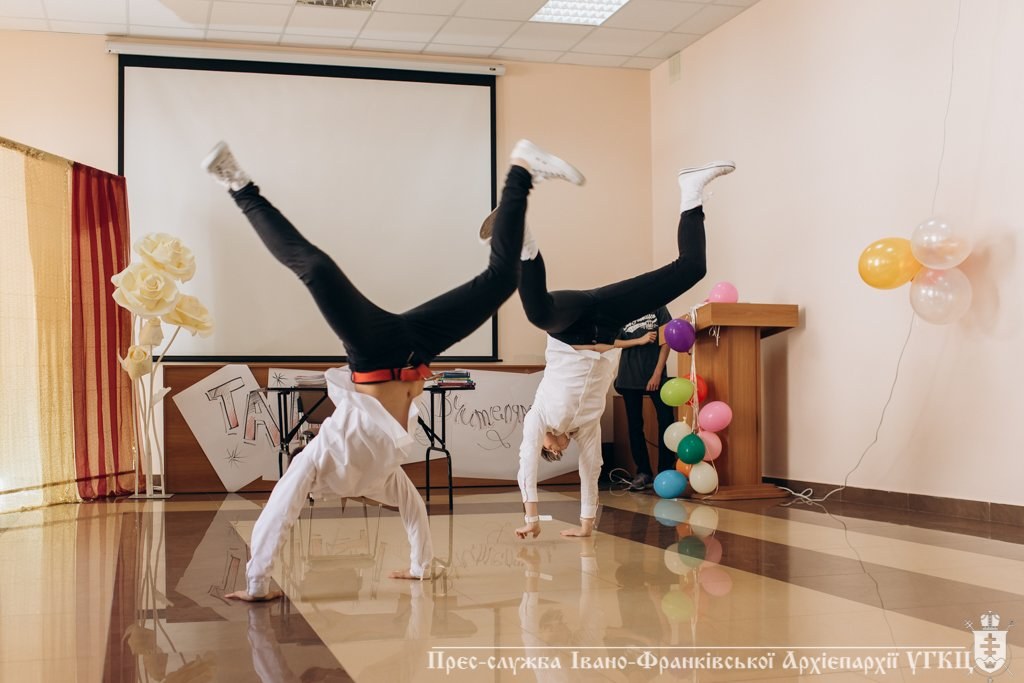 Сміливе танцювальне шоу влаштували у франківській католицькій школі. ФОТО, фото-5