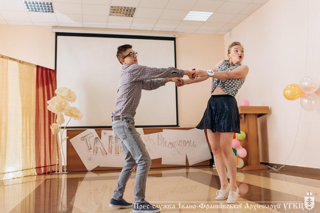 Сміливе танцювальне шоу влаштували у франківській католицькій школі. ФОТО, фото-6
