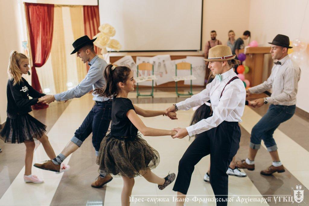 Сміливе танцювальне шоу влаштували у франківській католицькій школі. ФОТО, фото-9