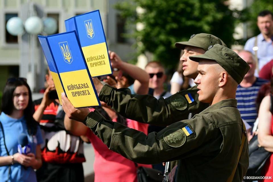 127 Нацгвардійців у Франківську урочисто присягнули на вірність Україні. ФОТО, фото-2