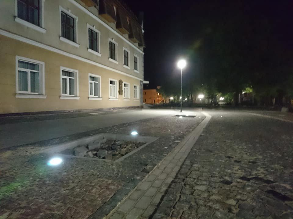 На вулиці Лесі Українки у Франківську увечері світять нові ліхтарі. ФОТО, фото-1