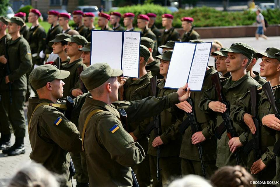 127 Нацгвардійців у Франківську урочисто присягнули на вірність Україні. ФОТО, фото-3