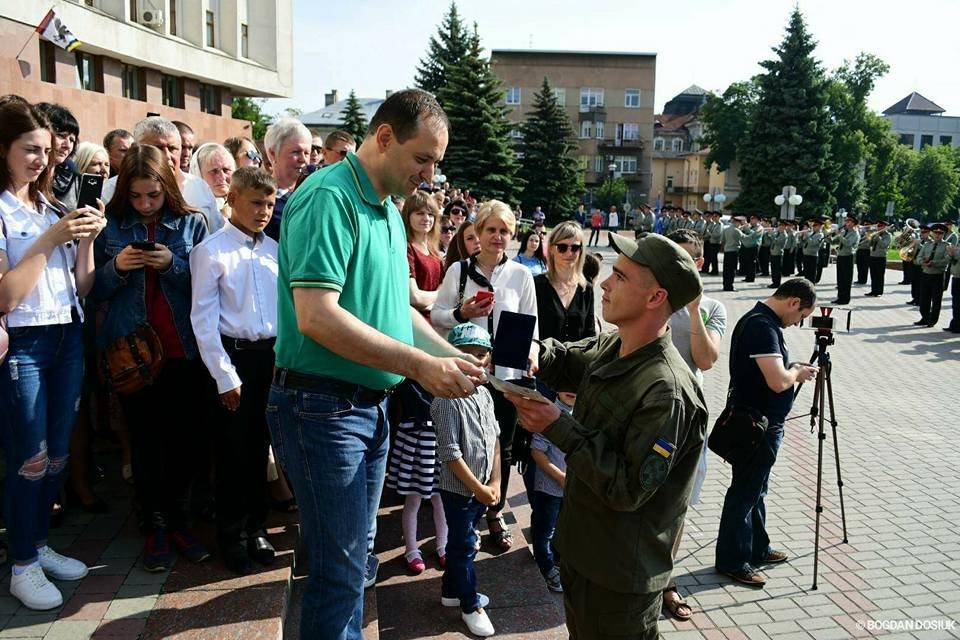 127 Нацгвардійців у Франківську урочисто присягнули на вірність Україні. ФОТО, фото-7