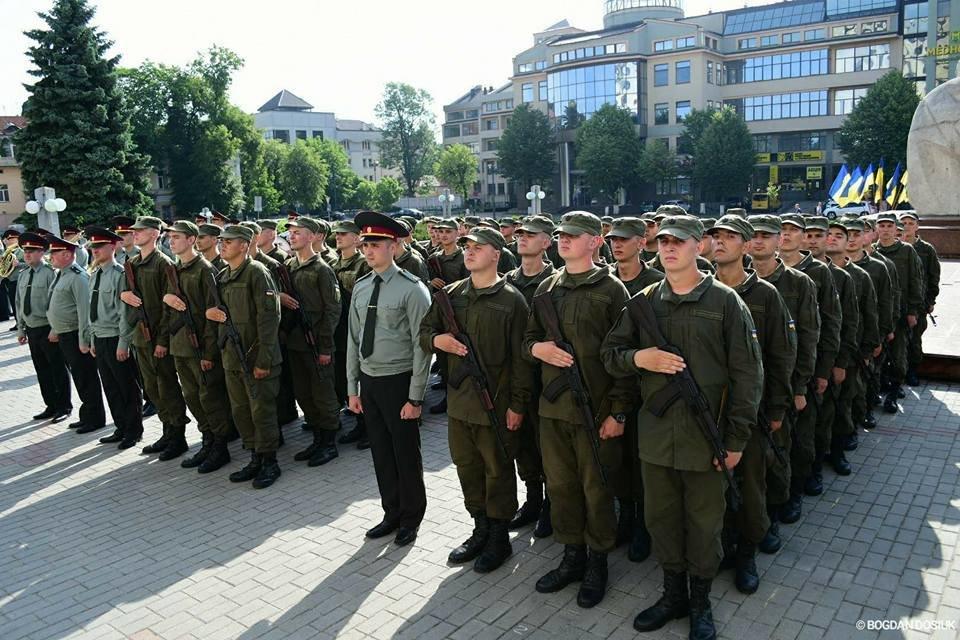 127 Нацгвардійців у Франківську урочисто присягнули на вірність Україні. ФОТО, фото-10