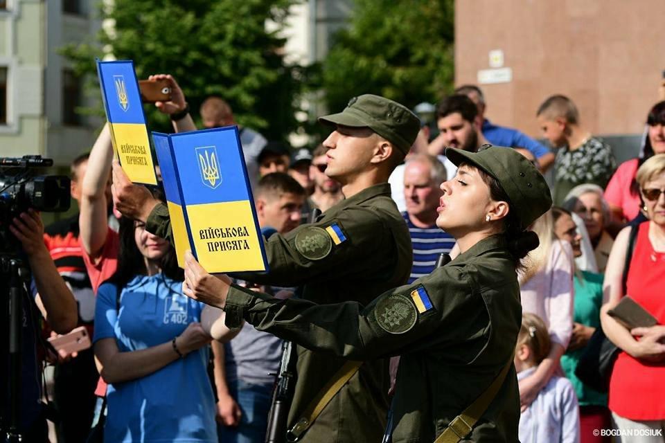 127 Нацгвардійців у Франківську урочисто присягнули на вірність Україні. ФОТО, фото-11