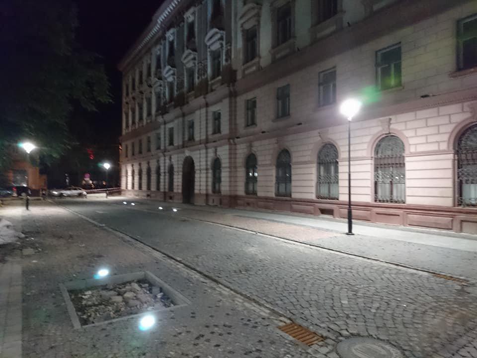 На вулиці Лесі Українки у Франківську увечері світять нові ліхтарі. ФОТО, фото-5