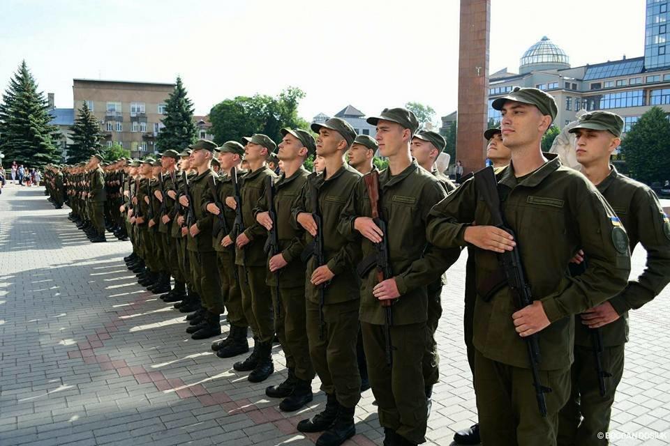 127 Нацгвардійців у Франківську урочисто присягнули на вірність Україні. ФОТО, фото-14