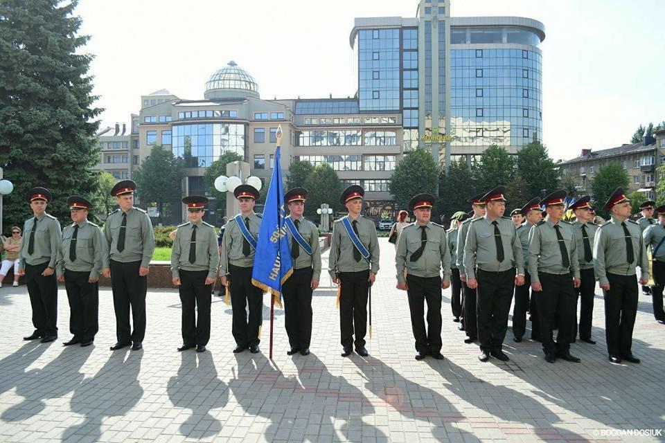 127 Нацгвардійців у Франківську урочисто присягнули на вірність Україні. ФОТО, фото-15