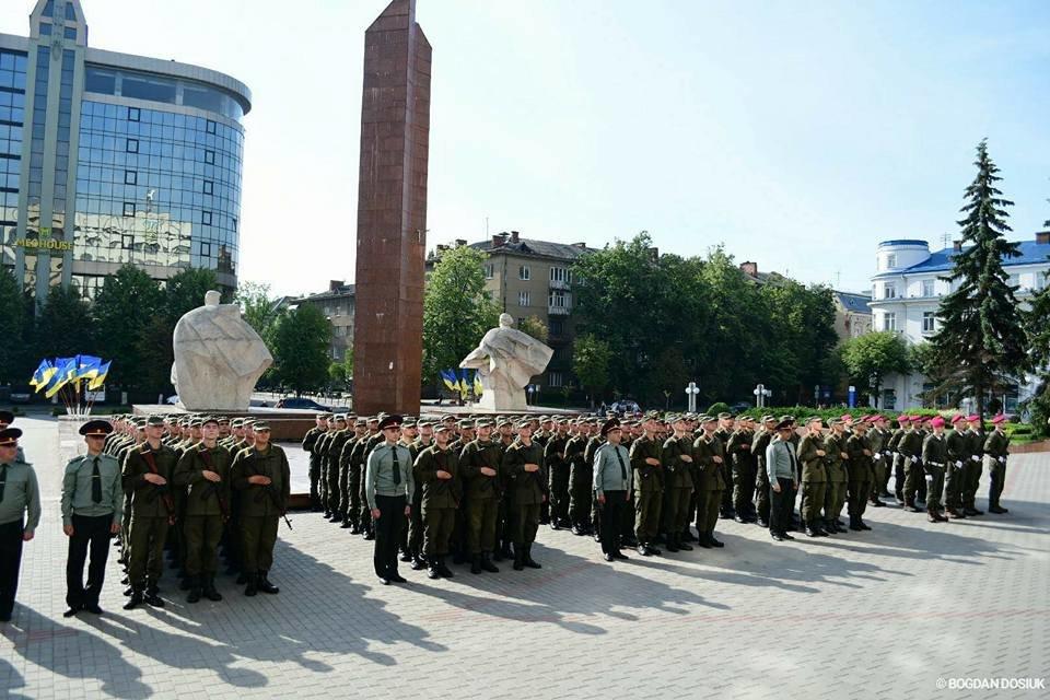 127 Нацгвардійців у Франківську урочисто присягнули на вірність Україні. ФОТО, фото-17