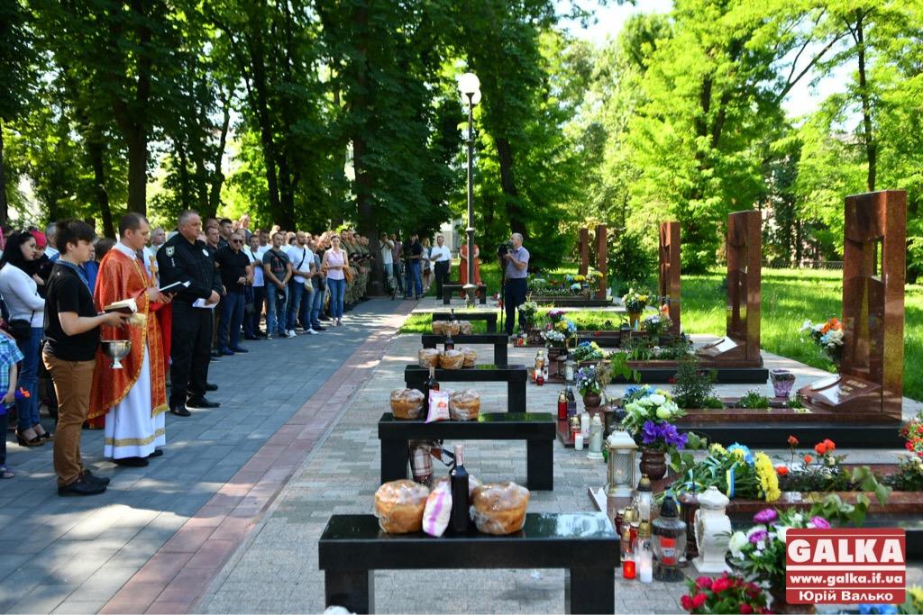 У Франківську вшанували бійців, які першими загинули в неоголошеній війні на сході України. ФОТО, фото-13