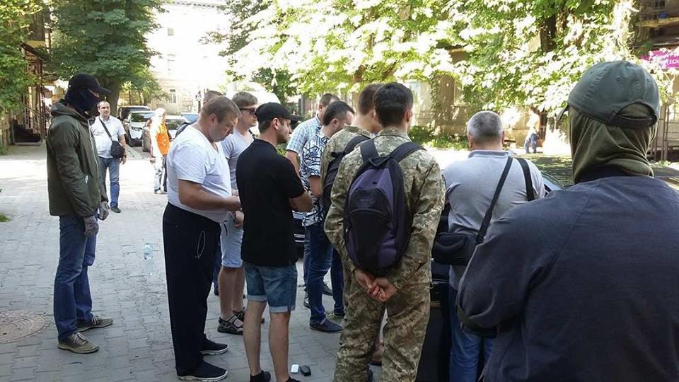 У Франківську та області затримали групу осіб-вимагальників. ФОТО, фото-1