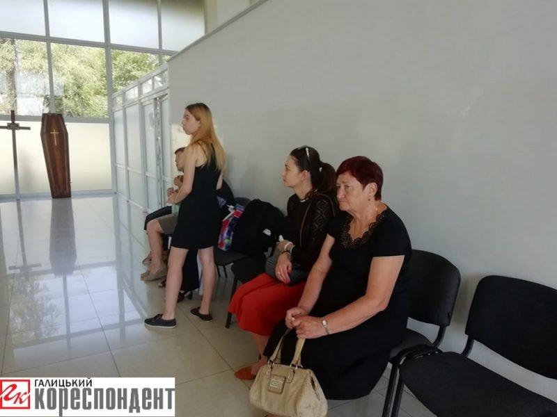 Осиротіли мати і діти. У Франківську прощаються із воїном АТО. ФОТО, фото-2
