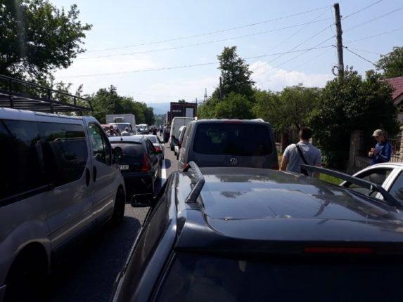 """""""Чумацький шлях"""": на Прикарпатті люди перекрили дорогу, вимагаючи її ремонту. ФОТО. ВІДЕО, фото-3"""