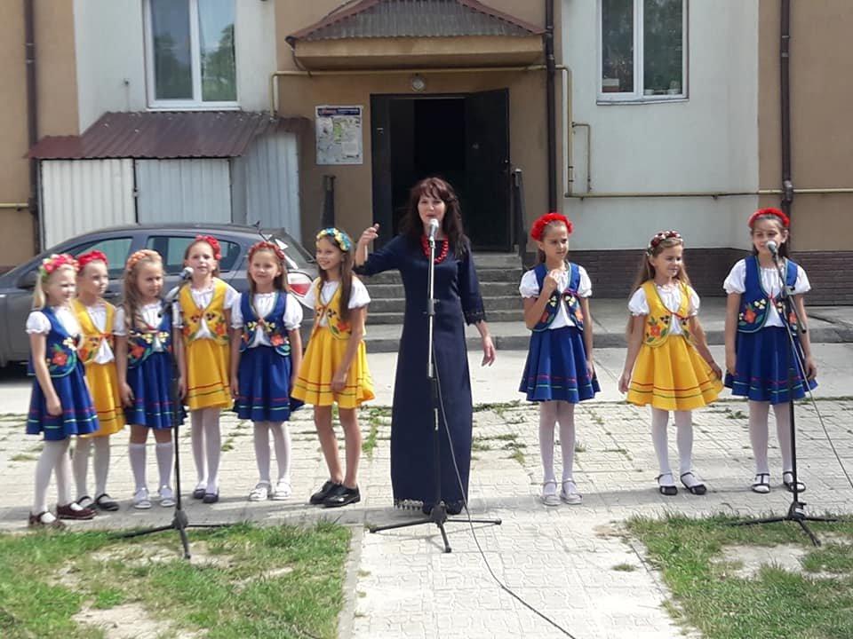В селі Микитинці в одному з дворів відкрито дитячий майданчик, фото-3