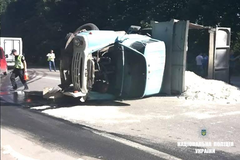 На Прикарпатті зіткнулися рейсовий автобус і вантажівка. Загинула молода жінка. ФОТО, фото-1