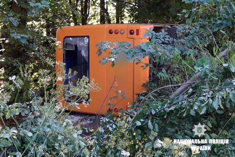 На Прикарпатті зіткнулися рейсовий автобус і вантажівка. Загинула молода жінка. ФОТО, фото-4