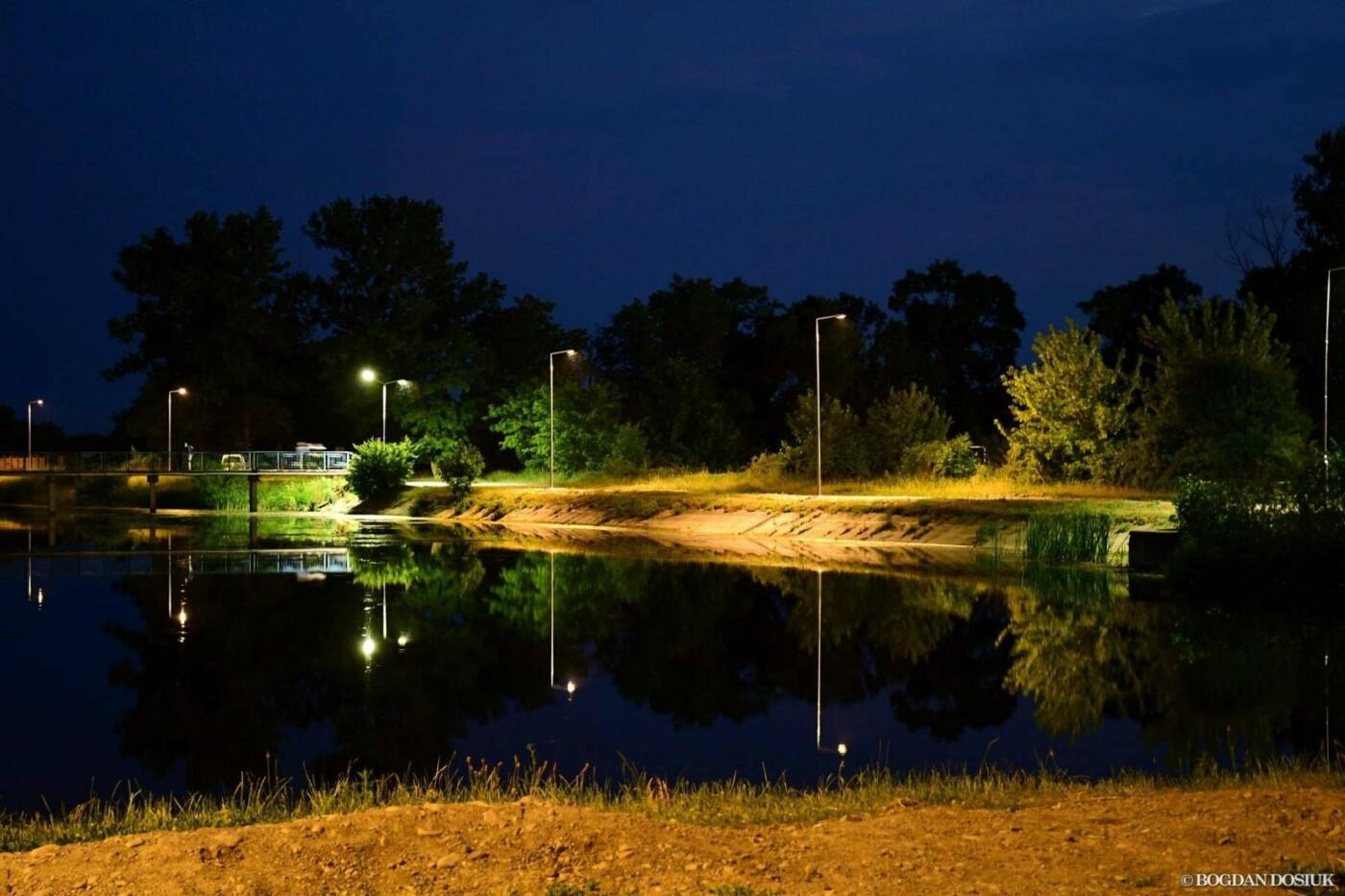 На Німецькому озері у Франківську вечорами – світліше. ФОТО, фото-2