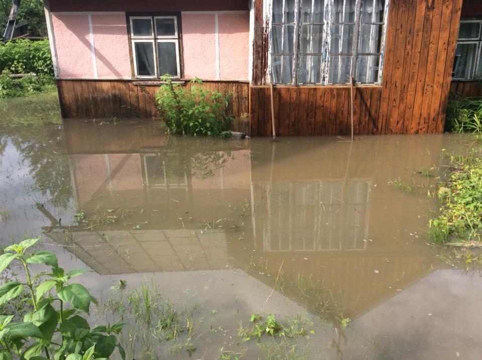 """Після зливи на Прикарпатті """"попливли"""" і людські обійстя. ФОТО, фото-2"""