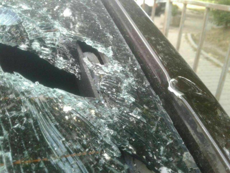 Франківець шукає людину, яка порозбивала вікна його машини на Пасічній. ФОТО, фото-2