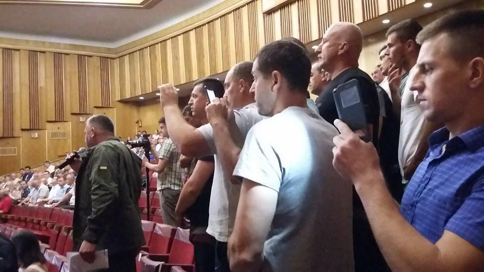 """За ремонт дороги """"Яблунів-Делятин"""" блокувальники прийшли на нараду в ОДА. ФОТО, фото-1"""