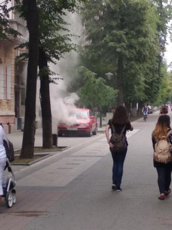 У середмісті Франківська загорілося авто. ФОТО, фото-1