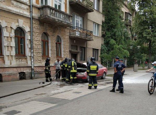 У середмісті Франківська загорілося авто. ФОТО, фото-2