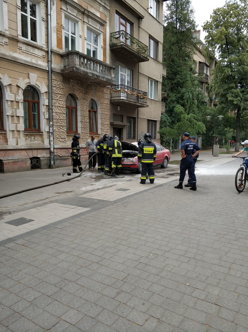 У середмісті Франківська загорілося авто. ФОТО, фото-5