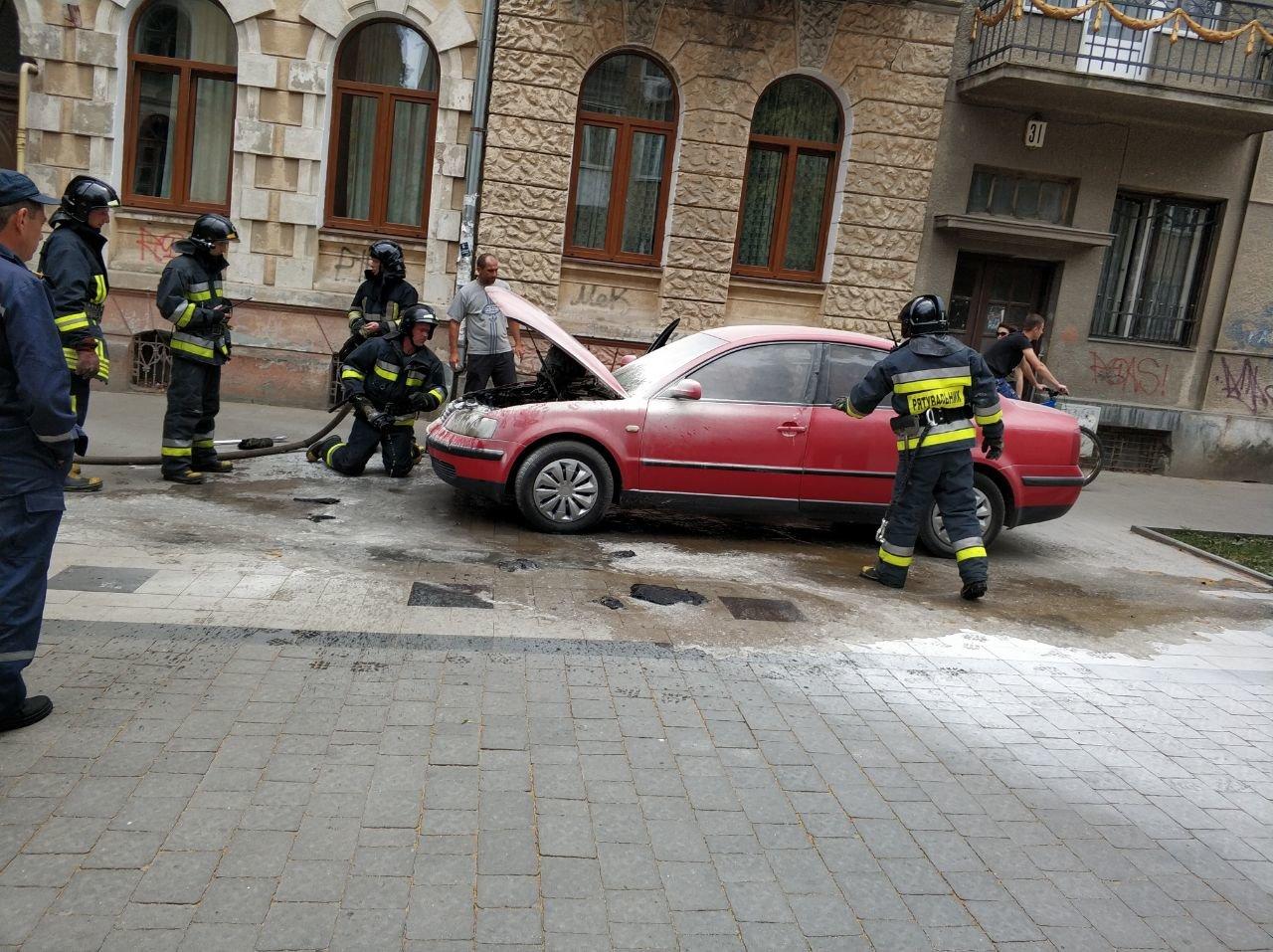 У середмісті Франківська загорілося авто. ФОТО, фото-4