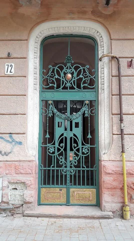 У Франківську на вулиці Шевченка з'явились відреставровані двері. ФОТО, фото-1
