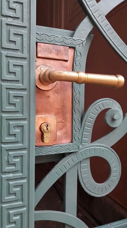 У Франківську на вулиці Шевченка з'явились відреставровані двері. ФОТО, фото-2