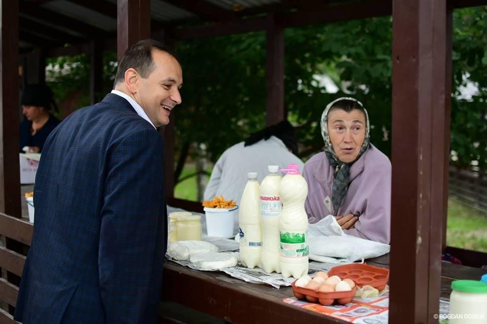 "Чорна п'ятниця: мер пройшовся ""молочними"" рядами на БАМі. ФОТО, фото-2"