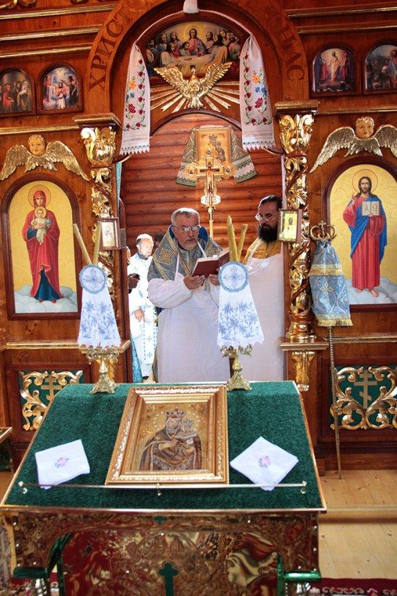 Під опікою Далешівської Богородиці. 107-й храм Автокефальної церкви освятили на Прикарпатті. ФОТО, фото-2