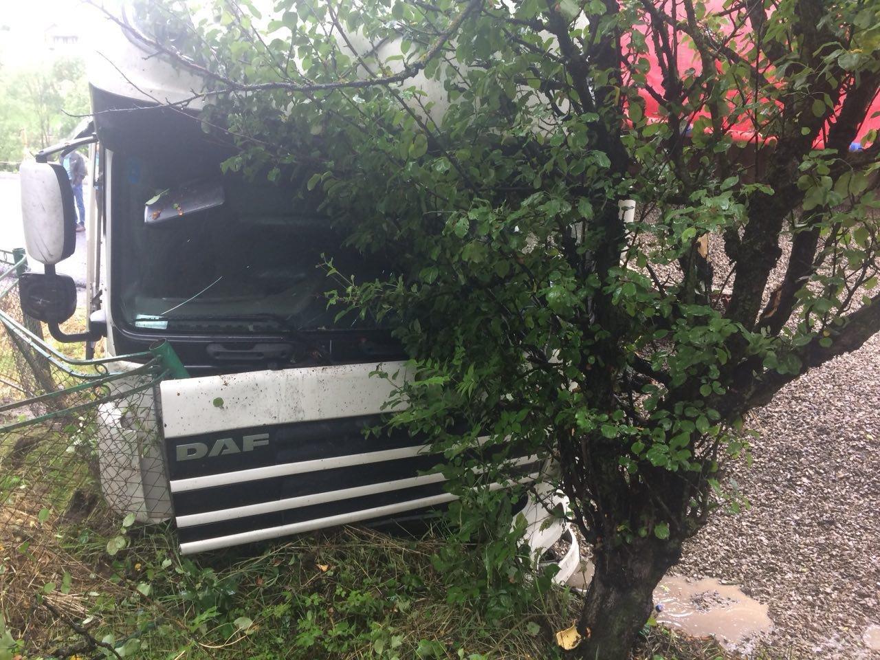 ДТП на Прикарпатті: фура зі щебенем і мікроавтобус. ФОТО, фото-5