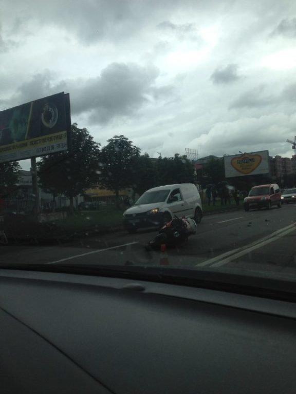 Вечірня ДТП: мотоцикл врізався в автівку. ФОТО, фото-1