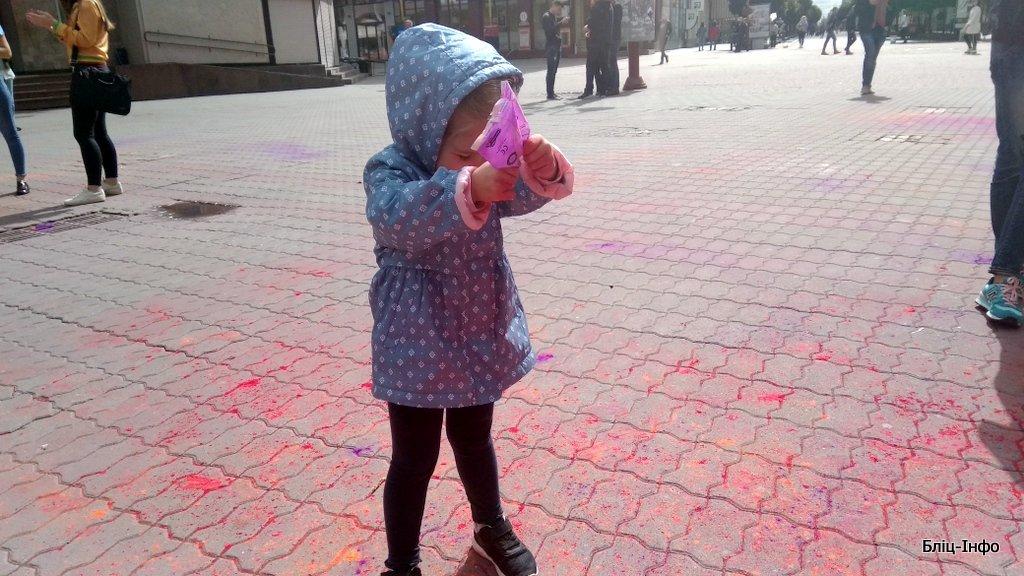 У Франківську кольорово розпочали святкування Дня молоді. ФОТО, фото-7