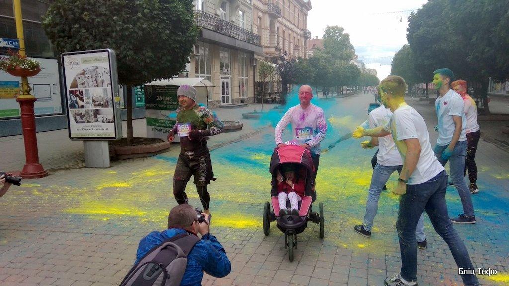У Франківську кольорово розпочали святкування Дня молоді. ФОТО, фото-2