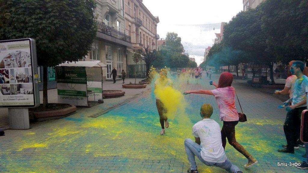 У Франківську кольорово розпочали святкування Дня молоді. ФОТО, фото-3
