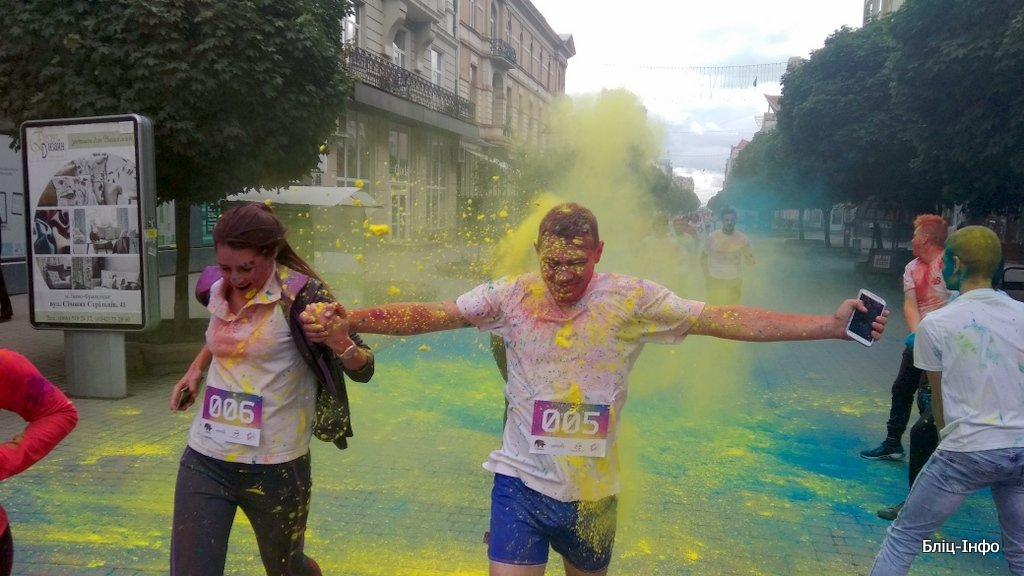 У Франківську кольорово розпочали святкування Дня молоді. ФОТО, фото-4