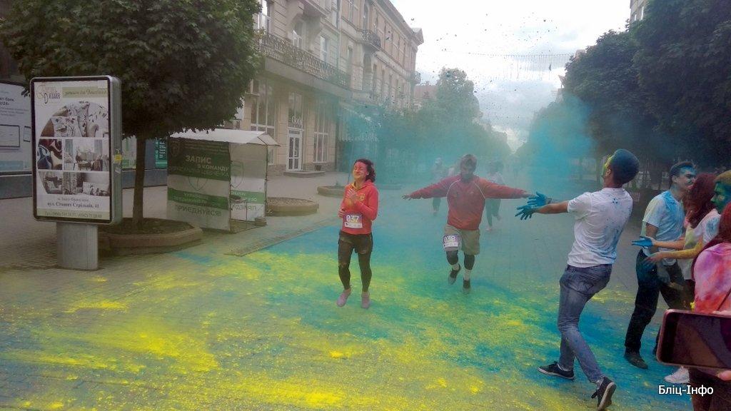 У Франківську кольорово розпочали святкування Дня молоді. ФОТО, фото-5