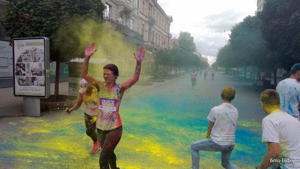 У Франківську кольорово розпочали святкування Дня молоді. ФОТО, фото-6
