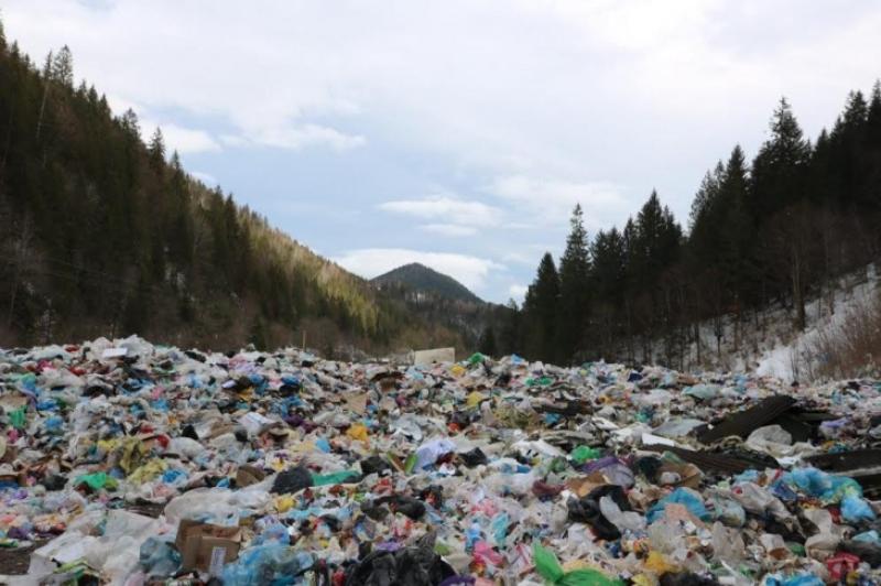 На Верховинщині громада перекрила в'їзд на сміттєзвалище, фото-1