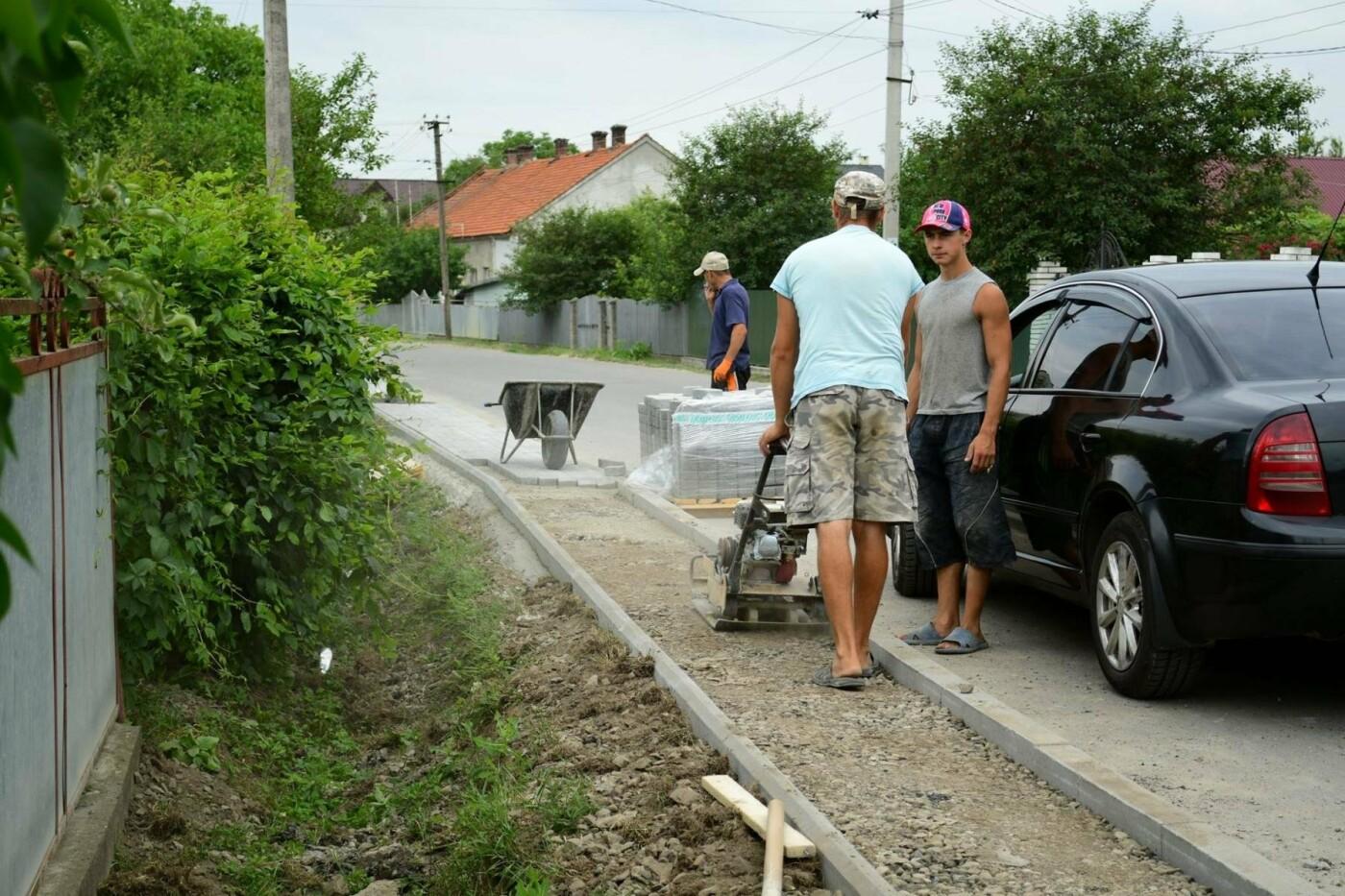 В Крихівцях та Вовчинці облаштовують тротуари. ФОТО, фото-3