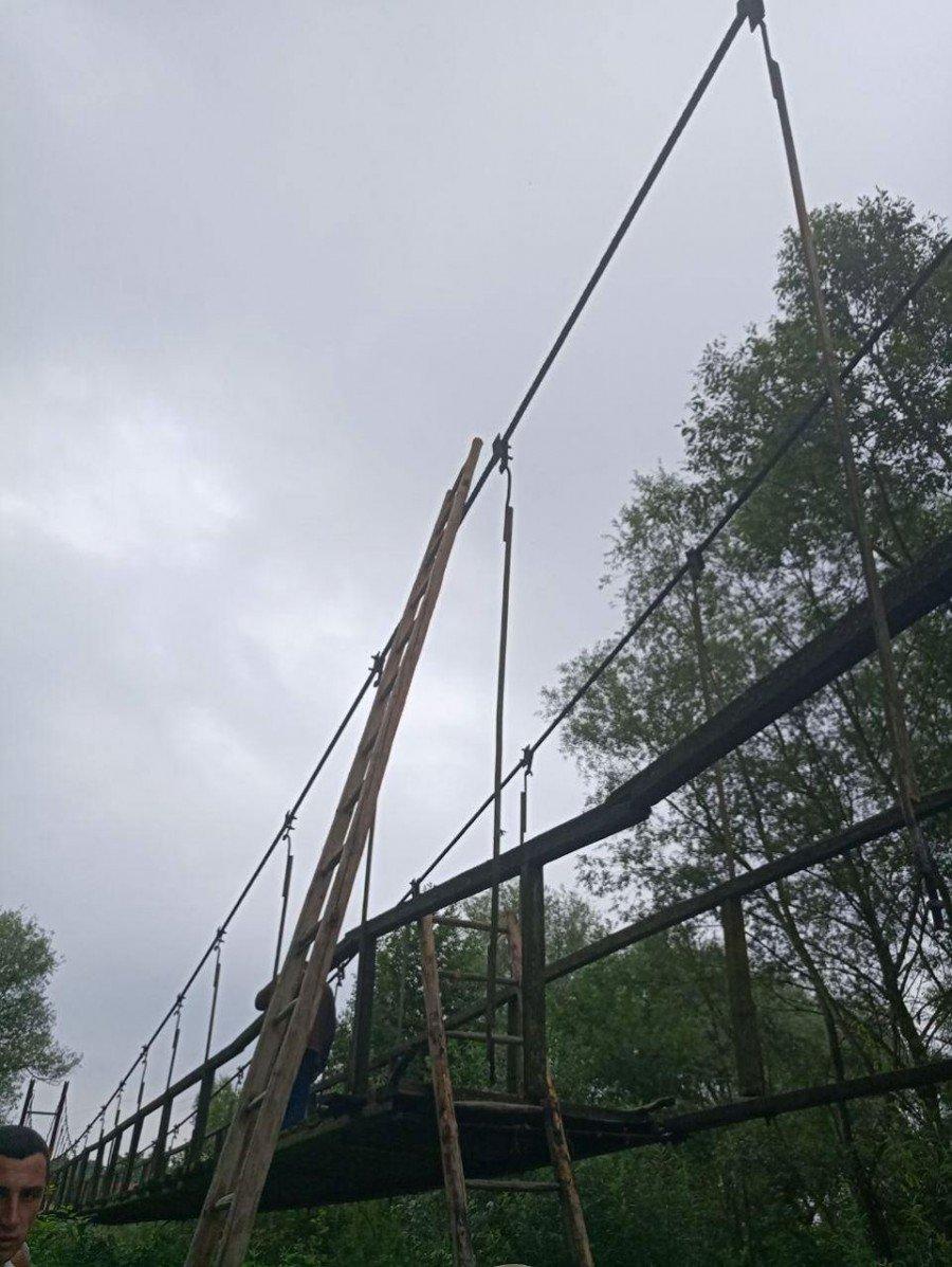 На Калущині провалився дерев'яний міст. Травмовані люди. ФОТО, фото-1
