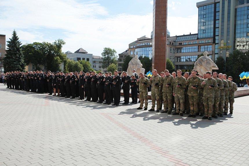 Прикарпатських поліцейських під Білим домом привітали із професійним святом. ФОТО, фото-6
