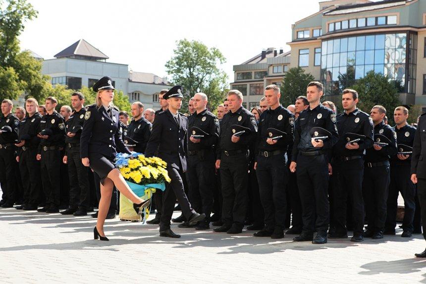 Прикарпатських поліцейських під Білим домом привітали із професійним святом. ФОТО, фото-8
